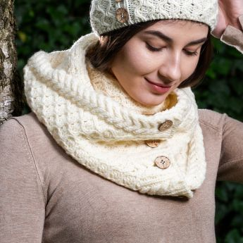 Ladies Coconut Buttons Snood Scarf